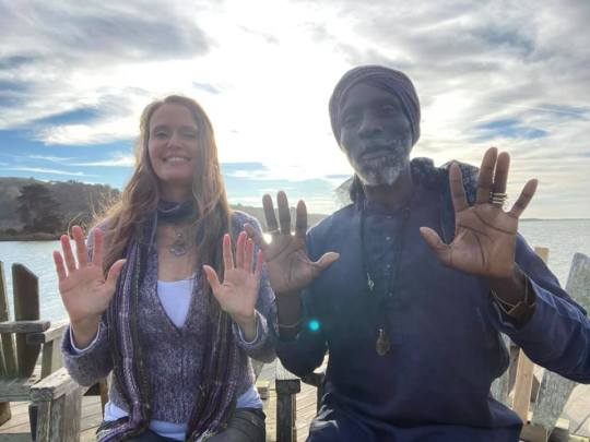 Shana and Elitom sending Healing Light to YOU!